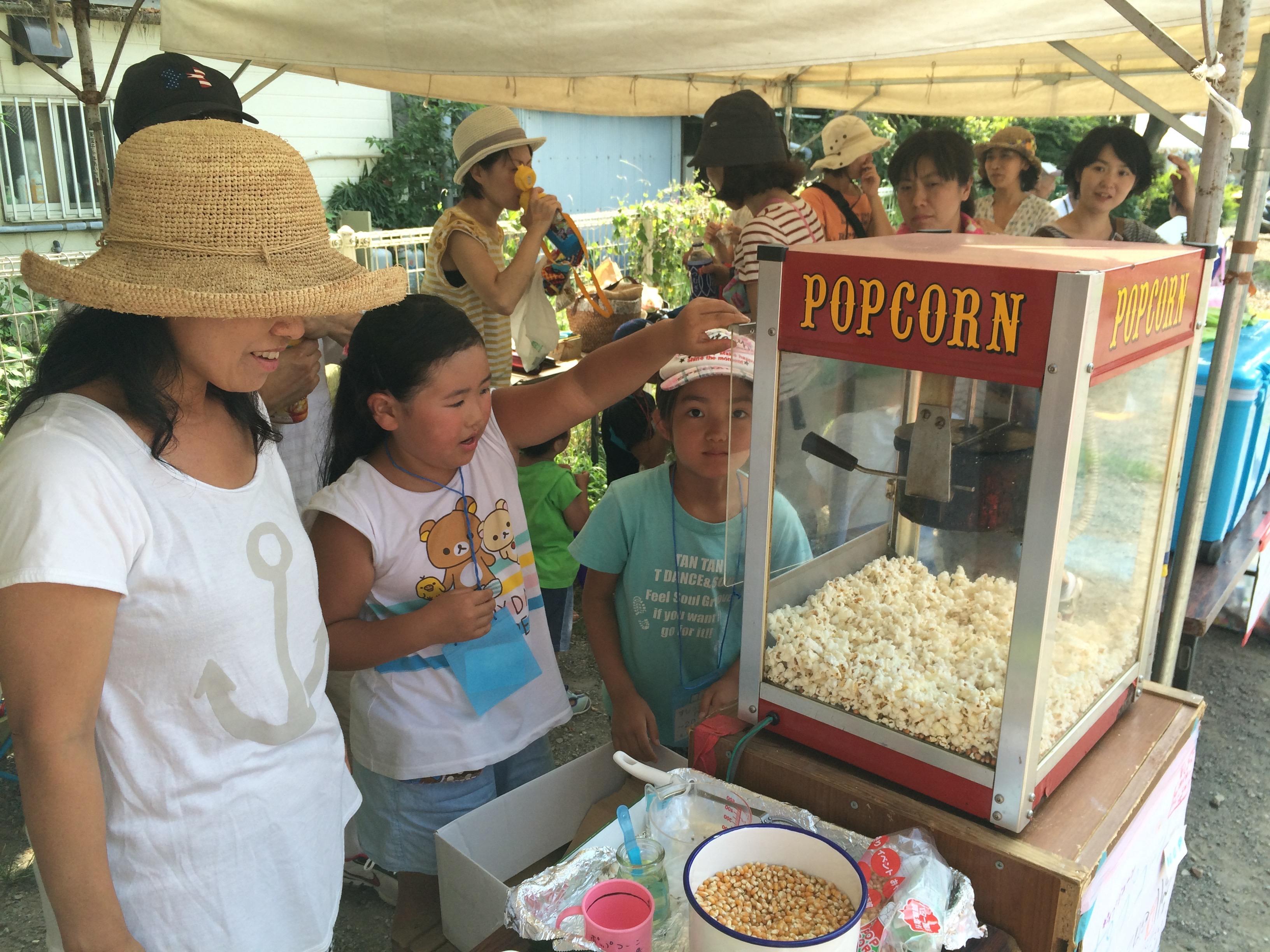 お祭りでポップコーン屋さんになりました