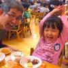 もちつもたれつ餅つき大会で父娘ベストショットをいただきました