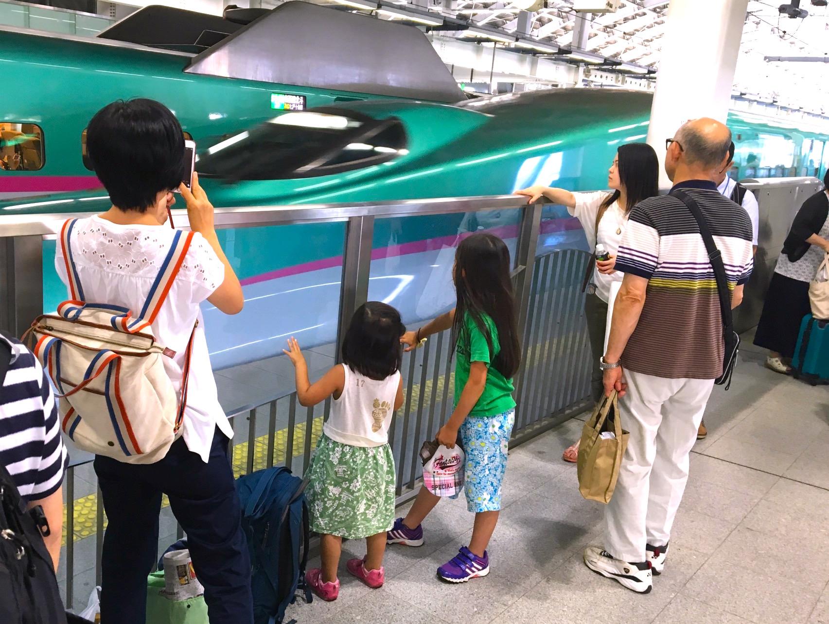 家族旅行の行き帰り電車で座れるかどうか心配な問題につき