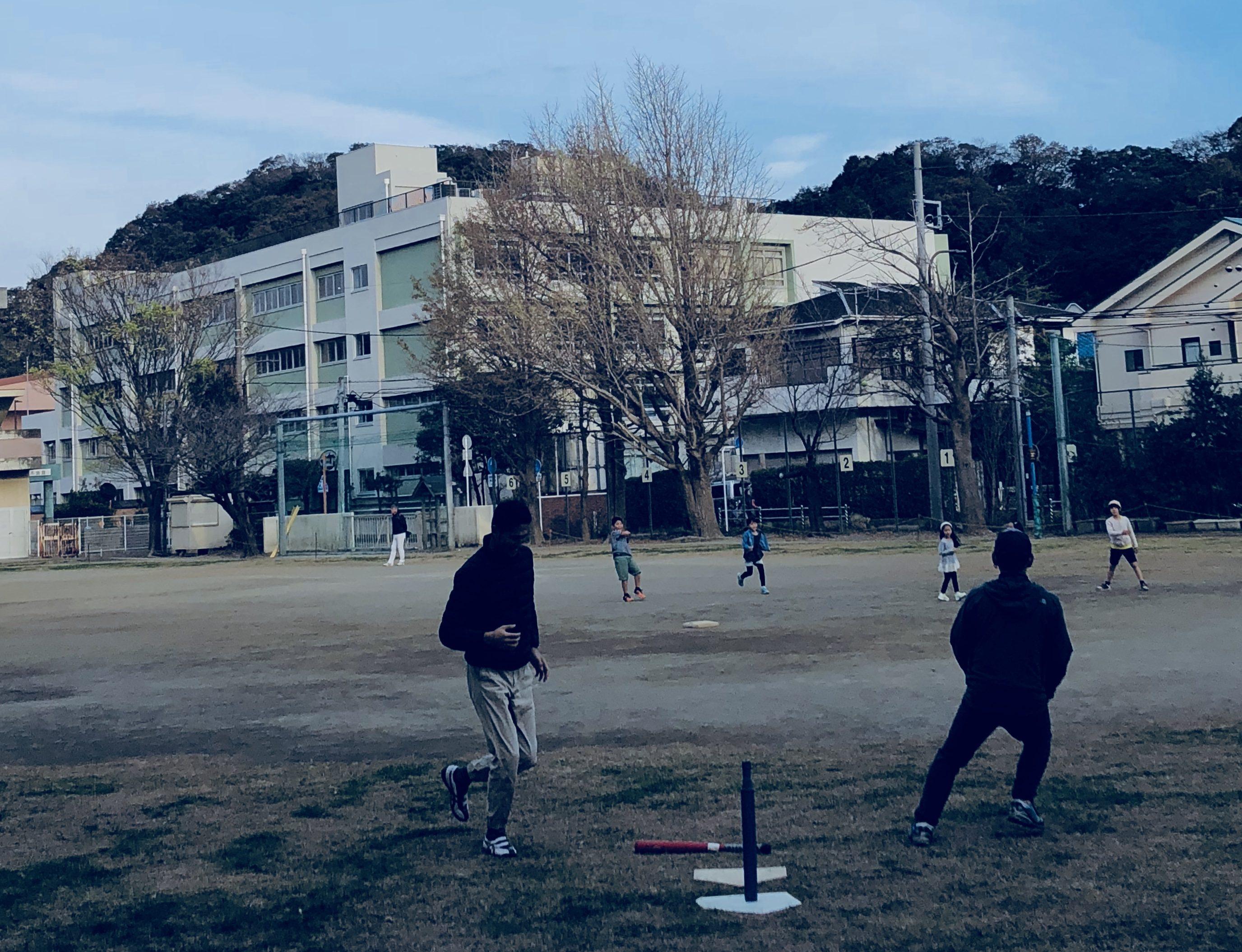 秋の午後は子ども会のソフトボールであそぼう