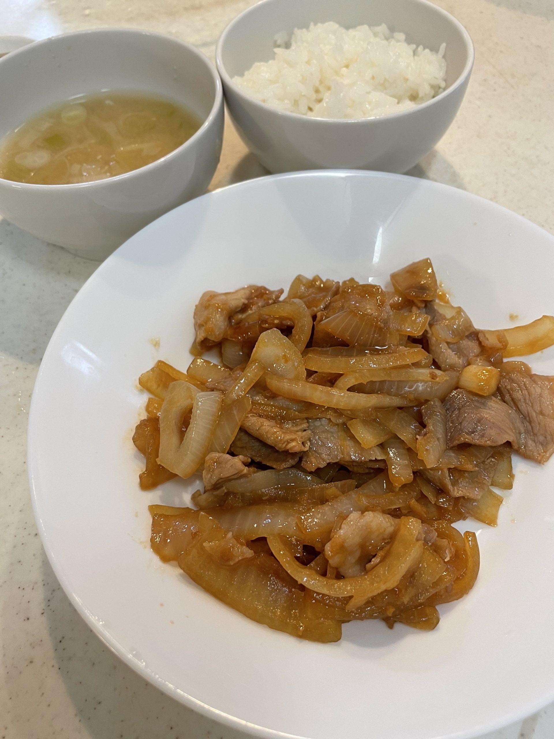 ロバート馬場さんの料理動画で生姜焼き定食